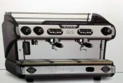 الإسم: Electronic espresso machines S8 model EK-2 NEW!!! Made LA SPAZIALE!   الوصف: ماكنة اسبرسو الايطالية الالكترونية التحكم الرقمي في درجة حرارة المرجل. (دقة درجة مئوية.) العمق / الطول / طول 3.5KW 77/52/53 الطاقة سعة 10 لتر المرجل    عدد الزيارات: 2482